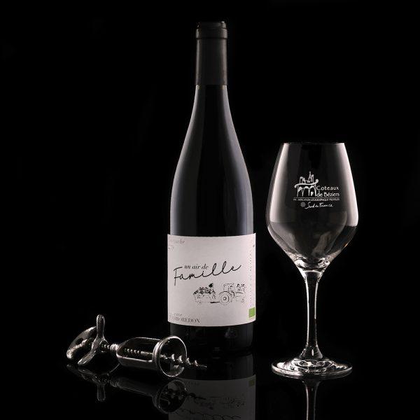 vin rouge un air de famille fond noir